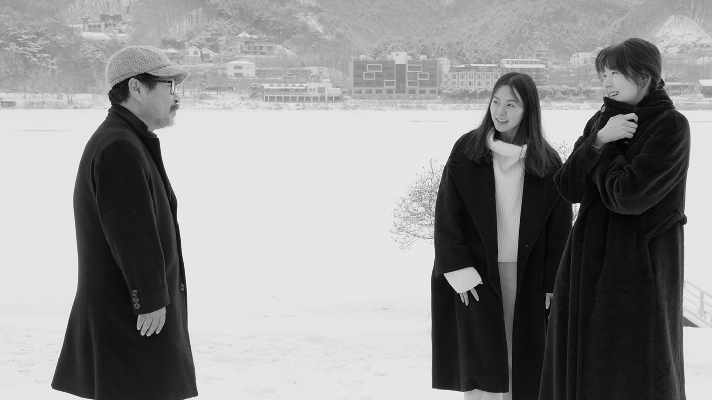 Hong Sang-Soo's 'HOTEL BY THE RIVER' (2019)